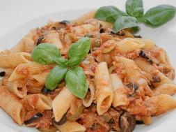 Ριγκατόνι με σάλτσα τόνου και ελιές