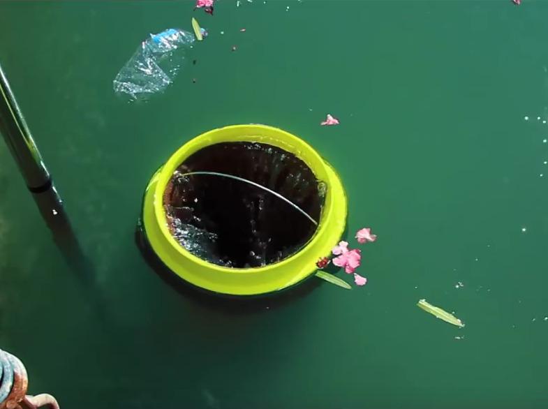 Πατέντα καθαρίζει τη θάλασσα από σκουπίδια