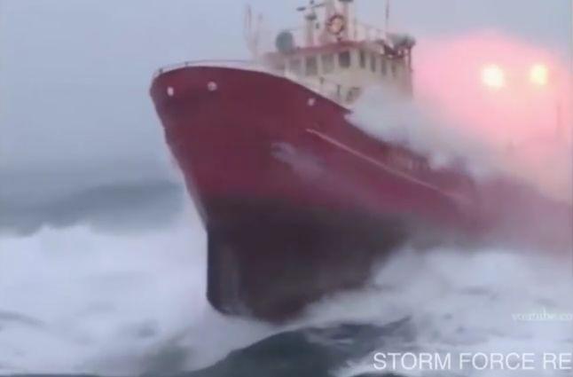 10 κορυφαία πλοία σε καταιγίδα