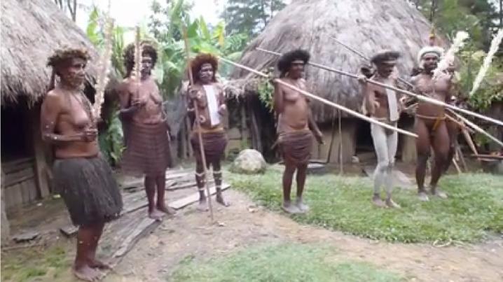 Συρτάκι και Ζορμπάς στους Παπούα!