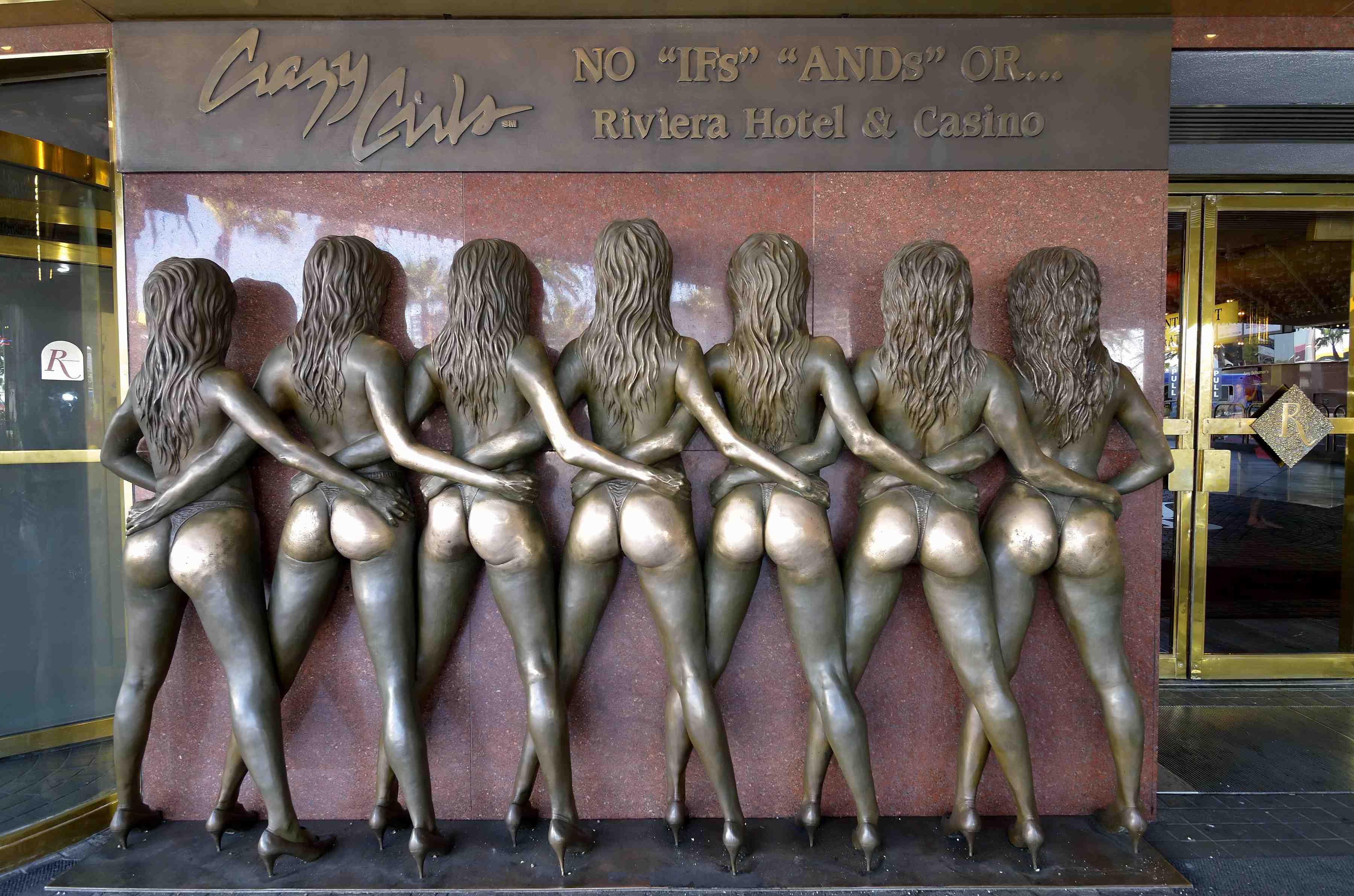 10 αγάλματα που οι άνθρωποι αρέσκονται να αγγίζουν σε ακατάλληλα σημεία